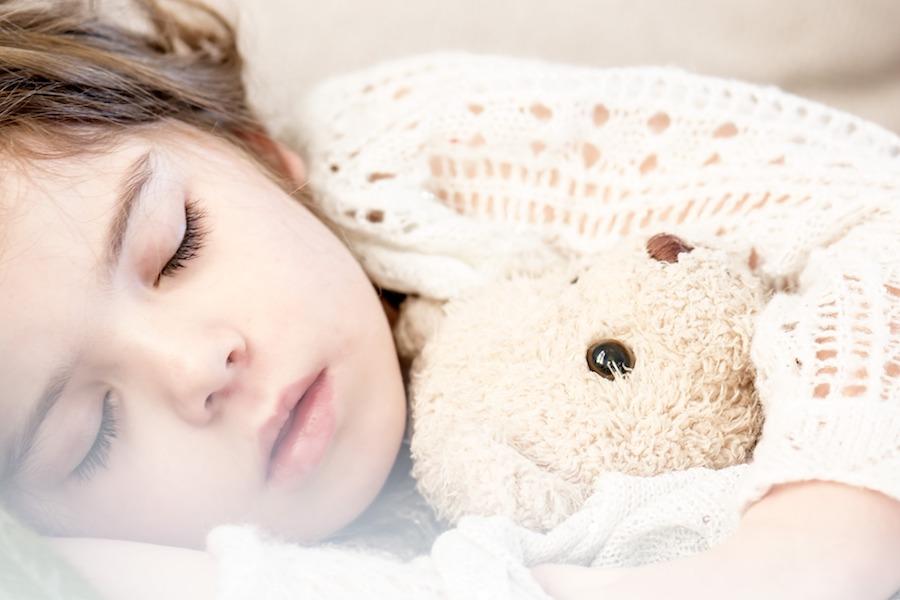 djevojcica-spava